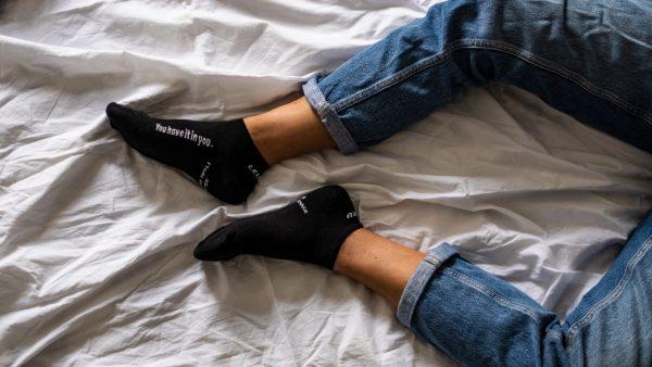 """Modèle de chaussettes basses avec le message """"you have it in you"""""""