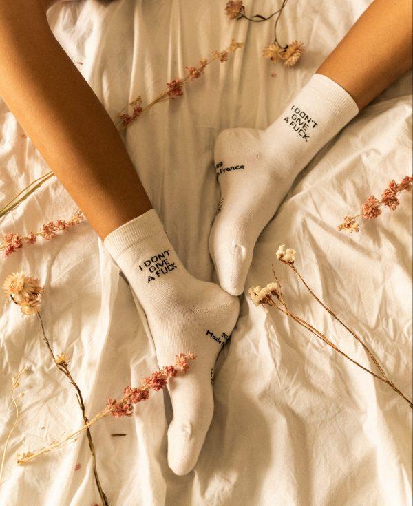 Modèle de chaussettes à inscription i don't give a fuck lit