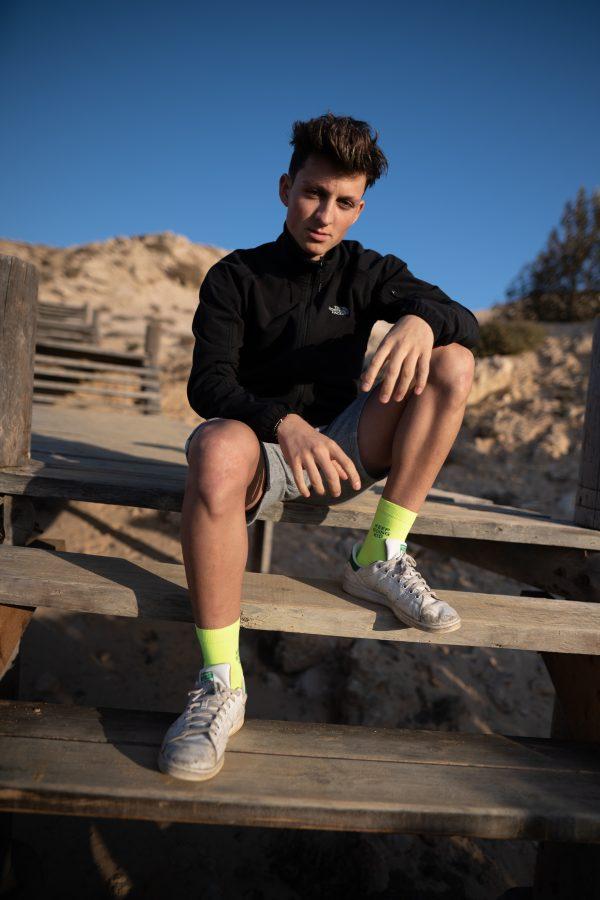 Look associé au modèle de chaussettes à message